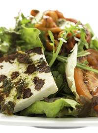 Зелена салата с печени зеленчуци и сирене на плоча 330гр